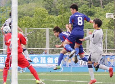 吉田選手がコーナーキックに頭で合わせて試合を決めた