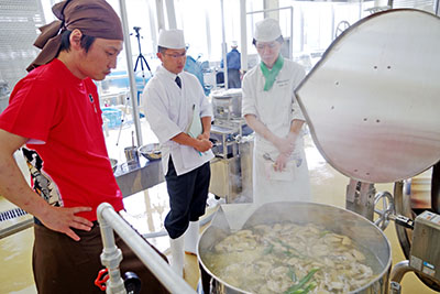 麺屋武蔵 矢都木社長 宮城水産高で調理指導