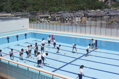 渡波中 新校舎 屋上プール清掃完了!準備OK!! 授業では6年ぶり