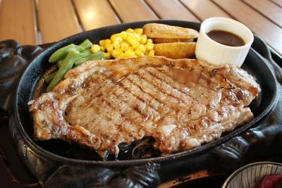 GOZAINN 水産の町で本格ステーキ うま味凝縮アンガス牛 カキなど浜焼きも人気