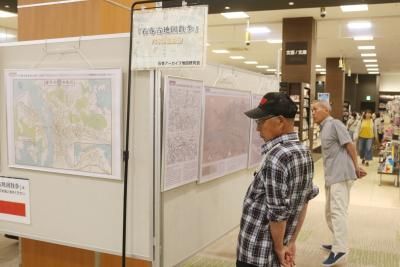 「石巻古地図散歩」 発行記念パネル展 昔の町並みに記憶重ね イオン石巻未来屋書店であすまで