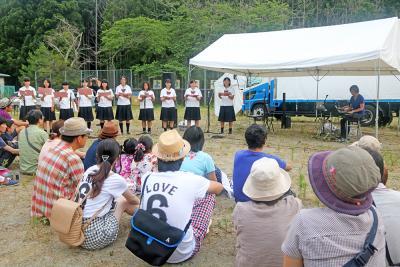 リボーンアート・フェス 荻浜小会場に開幕パーティー 牡鹿半島の自然と食材で歓迎