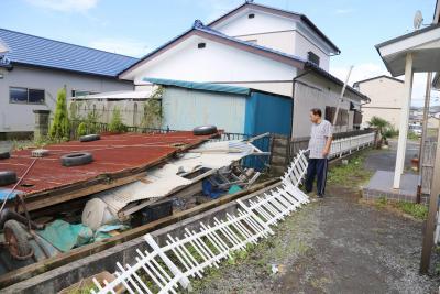 台風18号 強風で納屋の屋根飛ぶ 連休の石巻地方に爪痕 通過後は真夏の暑さに