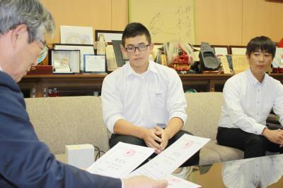 中学日本新記録を樹立 ウエイトリフティング 蛇田中3年佐々木さん
