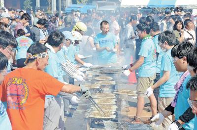 おながわ秋刀魚収獲祭 20回の節目に2万5千人 不漁にめげず心意気で開催
