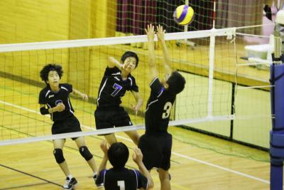 中体連新人戦 夏休み中の練習成果を発揮 県大会目指して各種目熱戦