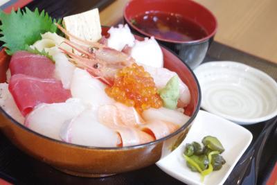 地元の素材にこだわった海鮮丼