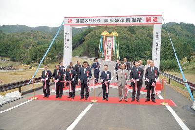 女川町 待望の復興道路が完成 御前浜で開通式 防集団地結び防潮堤機能も