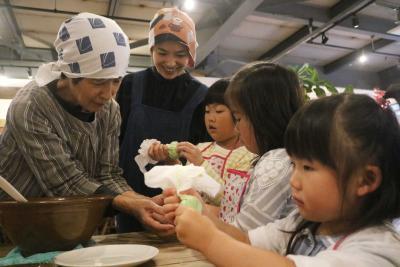 イロリクッキング おはぎ作っておいしい交流 郷土の自慢の味 3世代で