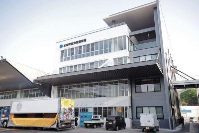 今年誕生した女川魚市場の管理棟に店を構える