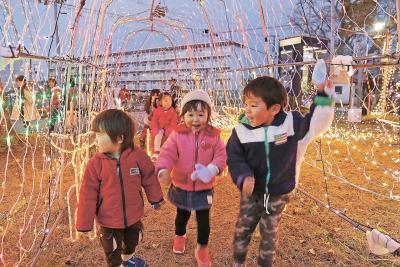 矢本駅前三角公園 イルミネーション点灯式 1月8日まで毎晩 子どもの笑顔優しく照らす