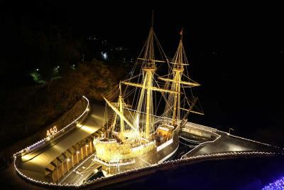 黄金に輝くサン・ファン号 イルミネーションツリー始まる 23日には夜間特別開館