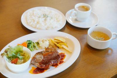 レストラン HARBOR LAND 肉料理中心の満足ランチ 宴会コースも安価 港意識の店構えで
