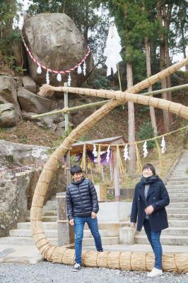 釣石神社に茅の輪設置 受験の神様に願い込め