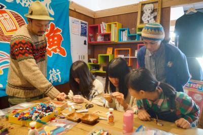 桜坂高生が 商店主らと学習 新たな視点で事業提案 まち×若者=活気 魅力伝えるポスターも制作