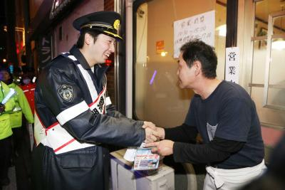 プロ野球入団 鈴木遼太郎選手が一日署長 石巻署 まちなかをパトロール
