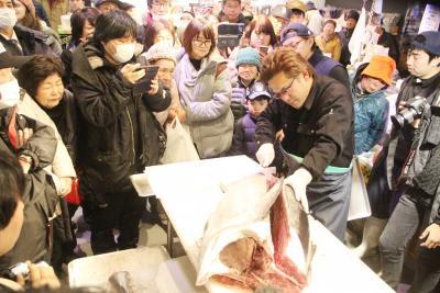 女川駅前商業エリア周年祭 催し大盛況 冬のまつり にぎわい生んで早2年