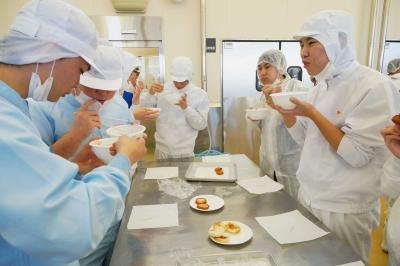北高・宮水高「こめぼこ」づくり 共同作業で広げる学び ともに栽培の米で製造