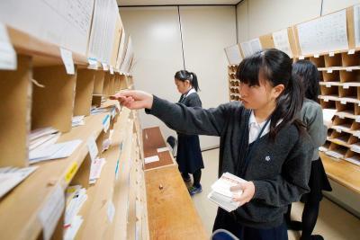 【年の瀬スナップ】石巻郵便局 年賀はがきの仕分け佳境 投函はお早めに