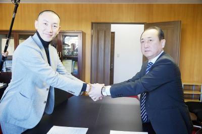 コバルトーレ女川 「鮨勘」アミノがスポンサー 地域貢献に共感