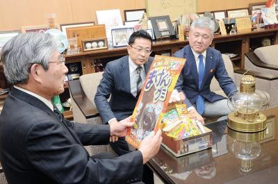 3月12日イベント 石巻市で初開催 みんなの笑顔広がれ「だがしの日」 〝製菓〟リレーで出発地アピール 総合運動公園に集合