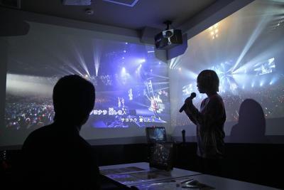 最新技術を導入し、壁に映像を映し...