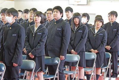刷新された制服に身を包んで式に臨んだ新入生たち(宮城水産高)