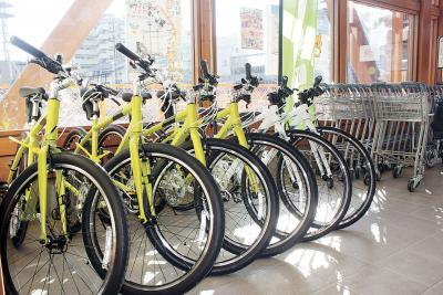 商業施設などに貸し出し用自転車を...