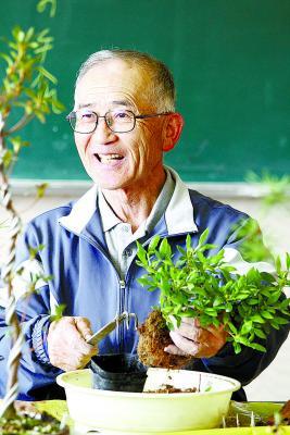 盆栽教室会長 熊谷隆さん(68)