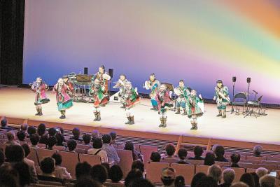 石巻内モンゴル友好協会 芸術団が迫力演舞披露 舞台でつなぐ日中の輪
