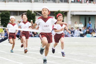 徒競走では児童が一つでも上の順位...