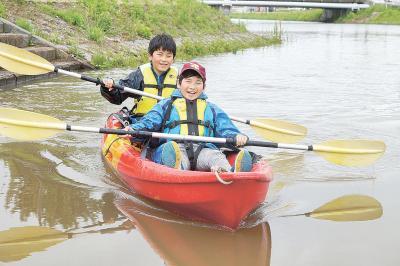 子どもたちがカヌー体験を楽しんだ