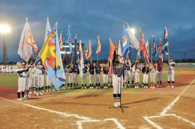 第60回記念石日旗少年野球大会 球児の笑顔育む伝統の大会が開幕 26チーム400人 胸張り入場行進 頂点狙い激闘もスタート