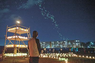 南浜で「ココロの灯り」 震災7年5カ月の盆 陸と空の迎え火優しく