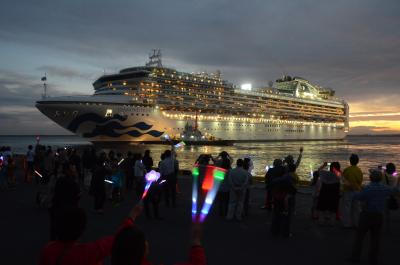初寄港の大型外国客船が出発 再会願い盛大に見送り 震災学び市民とふれあう