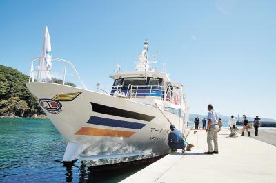 網地島ライン マーメイドⅡお披露目 定期離島航路に新造船 餅まきや船内見学実施