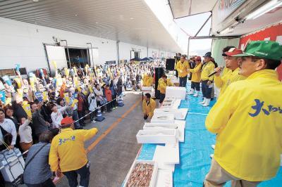 いしのまき大漁まつり 震災後最多の7万2千人 鮮度と直売で港に活気