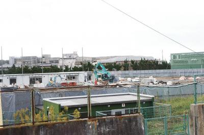 各地でプレハブ仮設住宅の解体が進...