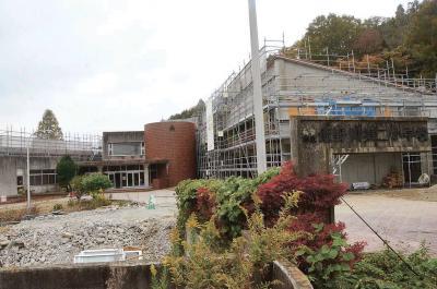 改修中の旧飯野川二小校舎。遊休財産を産業振興に生かす