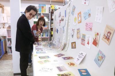 石巻で初めてのピースカード展が始まった