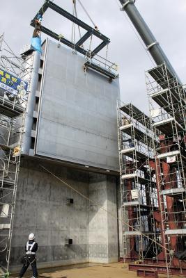 石井水門に巨大扉設置 重要文化財と地域守る 2020年末供用へ