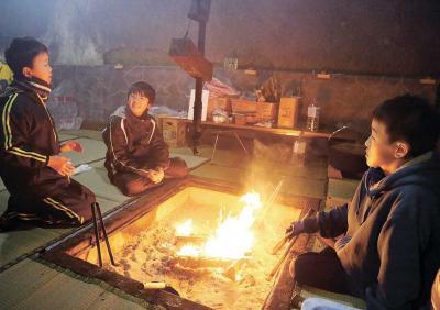 小正月行事 「えんずのわり」岩屋で共同生活始まる 宮戸月浜 14日夜は鳥追い
