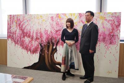 女川出身の絵本作家 神田さん絵画を寄贈 古里支援プロジェクト 色があふれる豊かな町に