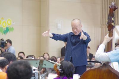 オーケストラの指揮を執った久石さん