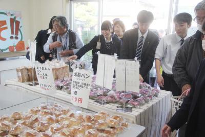 北高交流広場「と・ら・ま・い」生徒手掛けた自慢の品 開店前から列 次回29日