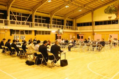 門脇中統合に住民同意 市教委 令和3年目標に石巻中へ 学区再編で懇談会