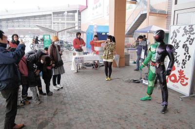震災直後に石巻市を訪れ、子どもた...