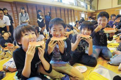 釜小で食育出前講座 スイカでおいしい授業 石巻青果と丸朝園芸農協