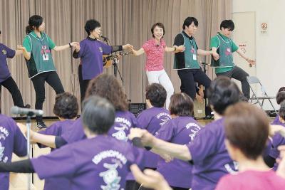 ロコモガール養成講座 石巻市で初開催 予防体操で健康増進へ 200人活動に意欲