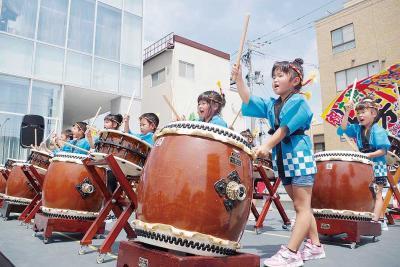 和太鼓演奏を披露する子どもたち